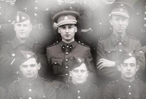 Albert Flagothier parmi de jeunes recrues de la Classe 1940
