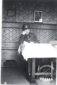 Albert Flagothier dans le Mess des Officiers, caserne de Temps de Paix, 1939