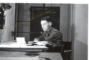 Albert Flagothier prépare les nombreuses fiches de tir dans un des locaux du Bureau de Tir, 1939